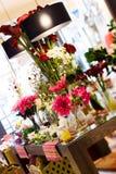 Flores no stor da decoração imagem de stock