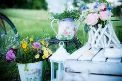 Flores nos frascos foto de stock royalty free