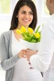 Flores para la mujer preciosa imagen de archivo
