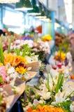 Flores para a venda no mercado de lugar de Pike, Seattle Fotografia de Stock Royalty Free