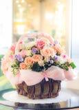 Flores pasteis na cesta Imagem de Stock Royalty Free