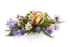 Flores pintadas del huevo y del resorte de Pascua Imagen de archivo libre de regalías