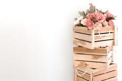 Flores plásticas en caja de madera Imagen de archivo libre de regalías