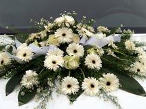 Flores que casan el coche 1 Fotos de archivo libres de regalías