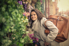 Flores que huelen de la mujer Fotografía de archivo