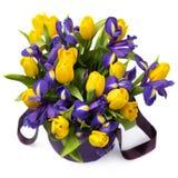 Flores Ramo amarillo del tulipán y del iris Foto de archivo libre de regalías