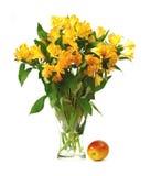 Flores y Apple Foto de archivo libre de regalías