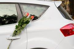 Flores y coche Fotos de archivo