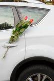 Flores y coche Imagenes de archivo