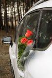 Flores y coche Foto de archivo libre de regalías