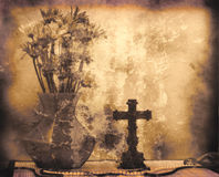 Flores y cruz imágenes de archivo libres de regalías