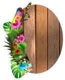 Flores y hojas tropicales y mariposa hermosa sobre la madera, Imágenes de archivo libres de regalías