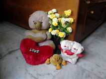 Flores y juguetes del amor Fotos de archivo