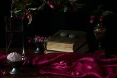 Flores y libros Fotografía de archivo