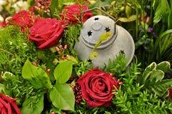 Flores y linterna Imágenes de archivo libres de regalías