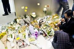 Flores y notas para pagar tributo Imagenes de archivo