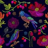 Flores y pájaros bordados en fondo negro Foto de archivo libre de regalías