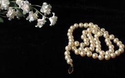 Flores y perlas Fotos de archivo