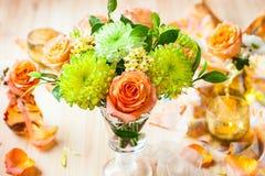 Flores y rosas del otoño imagenes de archivo