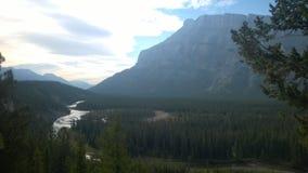 Floresta da árvore da montanha de banff do vale da curva Fotos de Stock Royalty Free