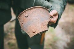 Floresta de Rusty Shell Fragment Found In Belarusian imagens de stock