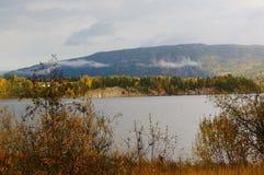 Floresta do outono sobre o fiorde em Telemark, Noruega Imagens de Stock Royalty Free