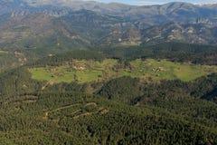 A floresta leva a um esclarecimento do ³ de Tubau de Pedrà fotos de stock royalty free