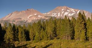 Floresta nacional de Califórnia da escala da cascata de Shasta Shastina da montagem fotografia de stock