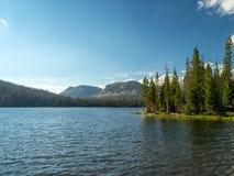 Floresta nacional do Uinta-Wasatch-esconderijo, lago mirror, Utá, Estados Unidos, América, perto do lago slat e do Park City imagens de stock