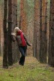Floresta sozinha das mulheres imagens de stock royalty free