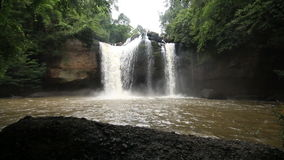 Floresta tropical de Haew SU Wat Waterfall filme