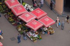 Florezca el mercado abajo Dolac el mercado principal en Zagreb Fotografía de archivo libre de regalías