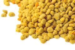 Florezca el polen de la abeja aislado en un fondo blanco Remedio natural para el aumento de la inmunidad Productos de la apicultu Imágenes de archivo libres de regalías