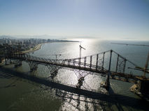 FLORIANOPOLIS, BRASILE - 17 luglio: Ponte di Hercilio Luz attualmente nell'ambito di ripristino, in Florianopolis Fotografie Stock Libere da Diritti