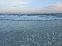 Florida aftonsolnedgång på ett sjösidalandskap Arkivfoton