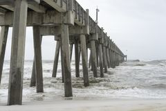 Florida che pesca Pier Tropical Storm Day Fotografia Stock