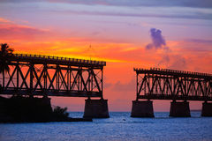 Florida sluit oude brugzonsondergang in Bahia Honda stock afbeeldingen