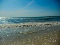 Florida strandkust av havet som kommer upp Arkivbilder