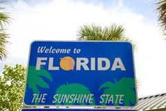 Florida Welcome Sign. Florida is the most south-eastern state in the United States of America. Known as `The Sunshine State.  Tropical fruits being a chief Stock Photo