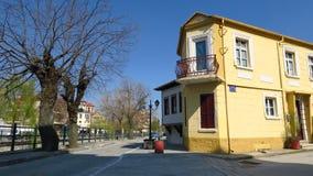 Florina, Griechenland Traditionelles neoklassisches Haus durch Sakoulevas-Fluss Lizenzfreies Stockfoto
