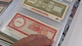 Florins de devise d'Antilles néerlandaises et les billets de banque de florins d'Aruba banque de vidéos