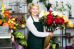Florist with a bouquet of red roses Stock Photography