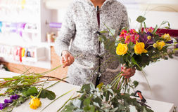 Florist making a bouquet Royalty Free Stock Photography
