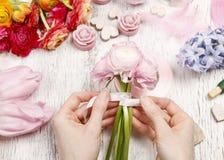 Florist making bouquet of persian buttercup flowers (ranunculus) Stock Photography