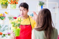 The florist selling flowers in a flower shop Royalty Free Stock Photo