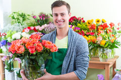 Florist working in flower shop Royalty Free Stock Images
