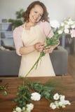 Florista de sexo femenino Fotografía de archivo libre de regalías