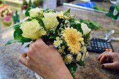 Florista en el trabajo Trabajo hermoso foto de archivo