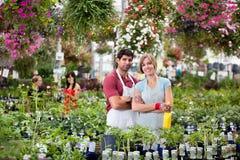 Floristas en el invernadero Foto de archivo libre de regalías