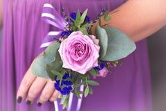 Floristic sammansättning i tappningstil Provence _ Arkivbilder